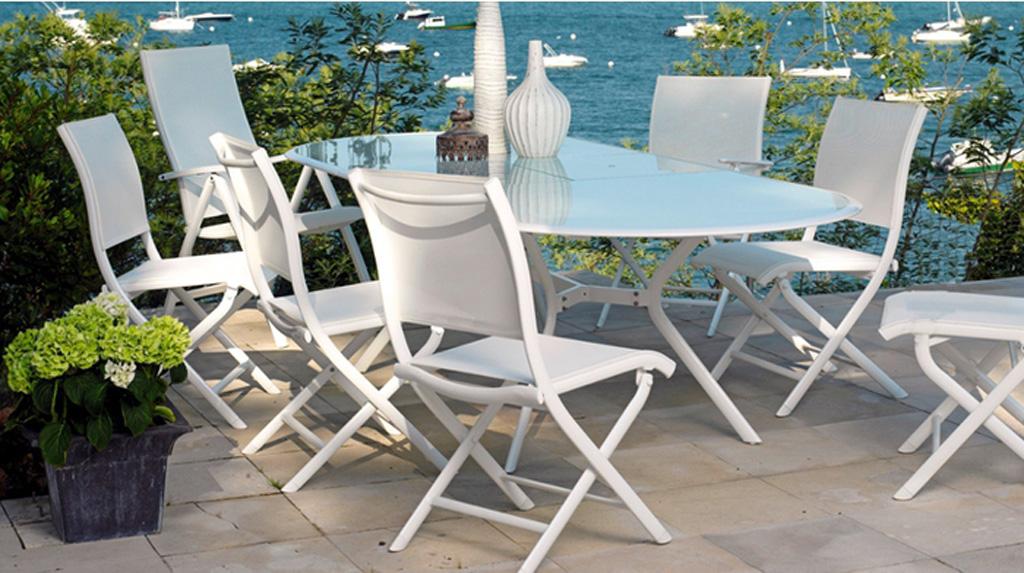 table brasa oc o sun mobilier. Black Bedroom Furniture Sets. Home Design Ideas