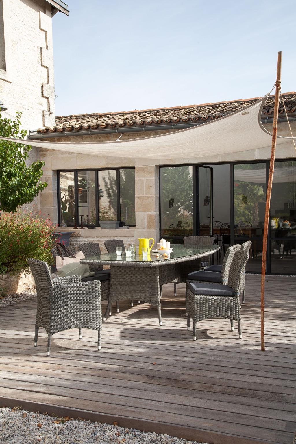 table lea oc o sun mobilier. Black Bedroom Furniture Sets. Home Design Ideas