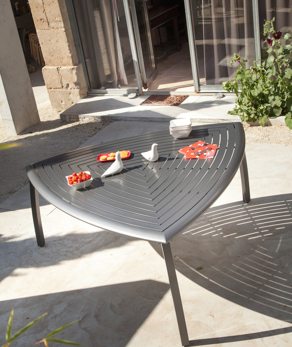 Best meuble de jardin oceo ideas design trends 2017 for Table triangulaire