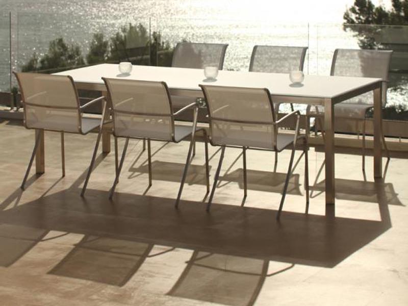 Tables et chaises en bois pour une terrasse sélect Table-TABOELA-Royal-Botania-situation
